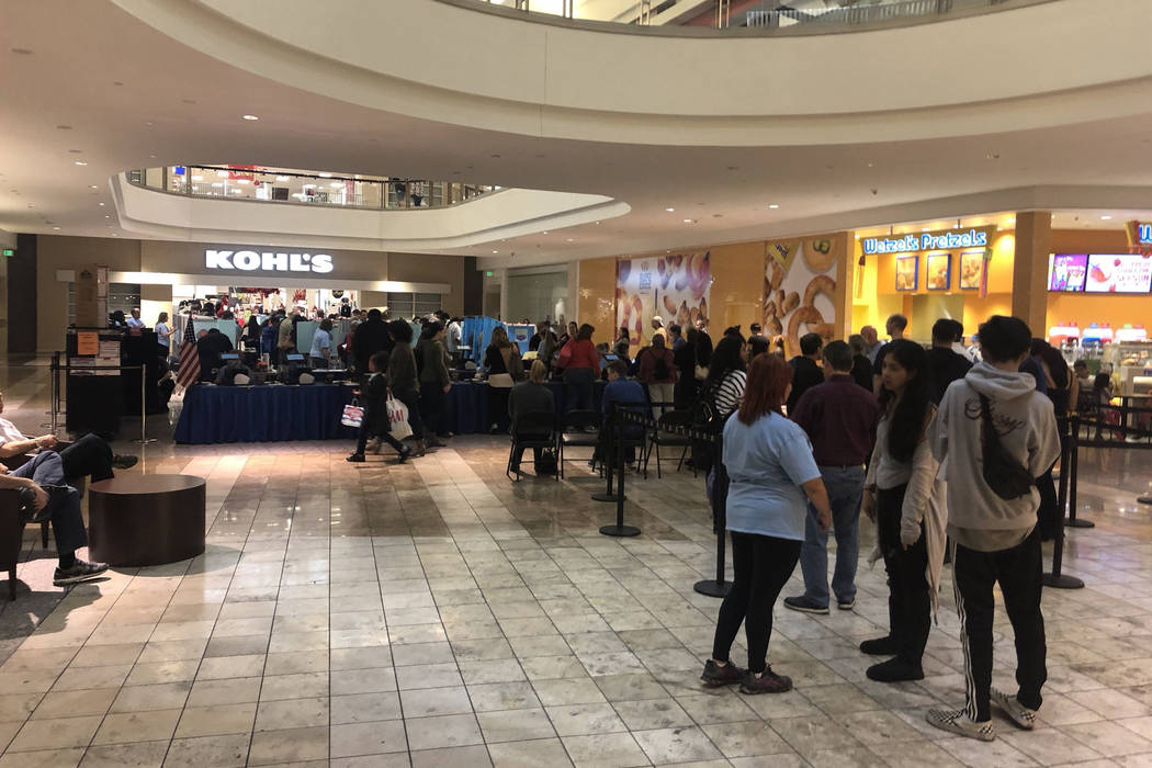 People wait in line during the final hours of early voting at the Galleria at Sunset mall in Henderson on November 2, 2018. (Katelyn Newberg/Las Vegas Review-Journal)