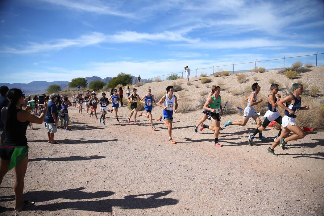 Runners compete during the NIAA 4A Boys Cross Country State Championship at the Veteran's Memorial Park in Boulder City, Saturday, Nov. 3, 2018. Erik Verduzco Las Vegas Review-Journal @Erik_Verduzco