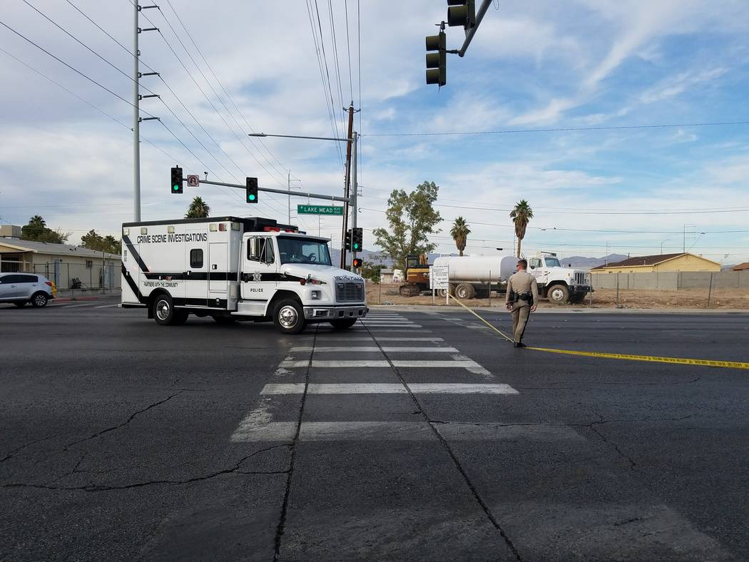 Las Vegas police investigate a deadly shooting on West Lake Mead Boulevard near H Street, Sunday, Nov. 4, 2018. (M/Las Vegas Review-Journal)