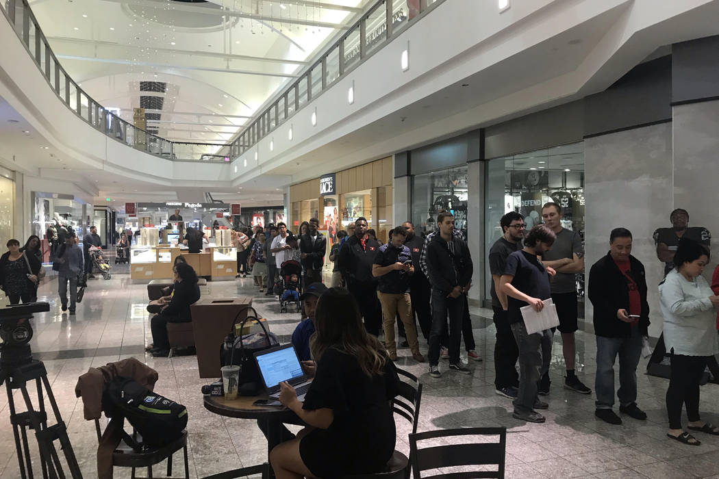 The line to vote at Galleria at Sunset mall in Henderson snaked around the corner on Tuesday, Nov. 6, 2018, with hundreds still in line just before polls closed. (Amelia Pak-Harvey/Las Vegas Revie ...
