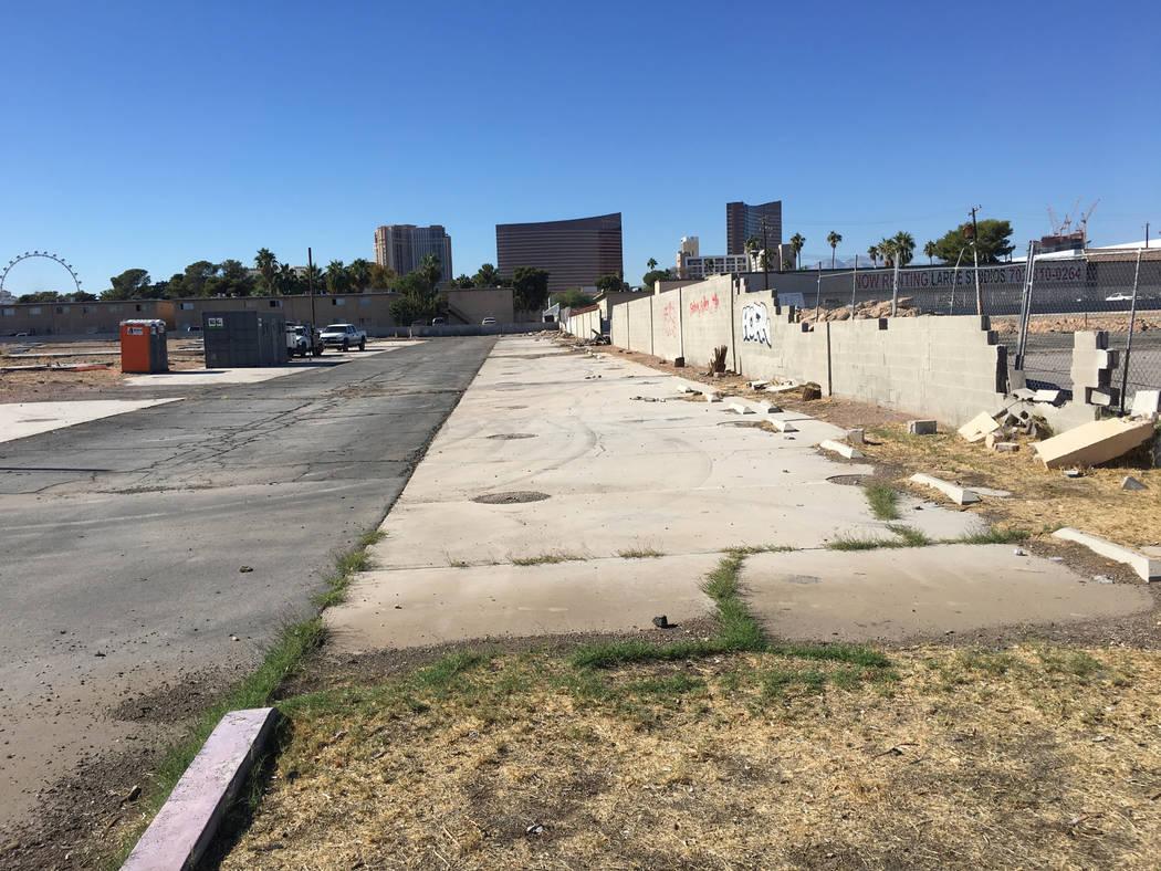 This site on Swenson Street near the Las Vegas Convention Center, as seen Tuesday, Nov. 6, 2018, is where developer Daniel Grimm plans to build a 300-unit apartment complex. (Eli Segall/Las Vegas ...