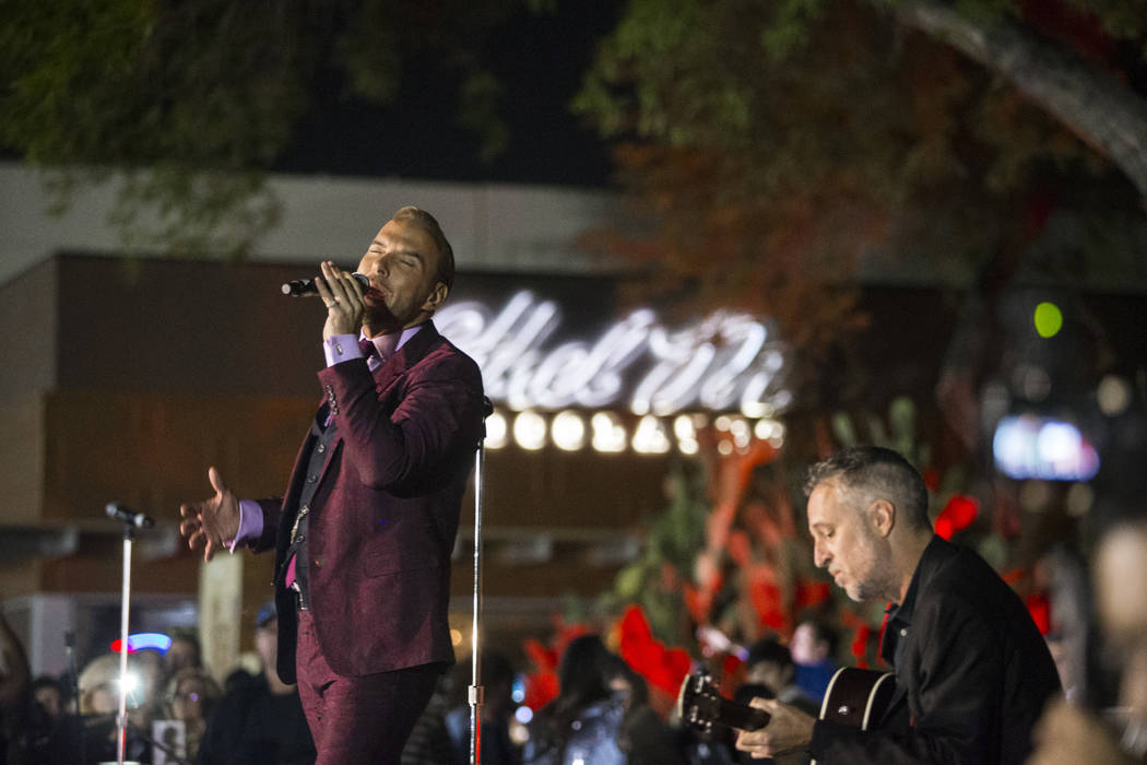 "Matt Goss sings ""White Christmas"" at the 25th Annual Ethel M Cactus Garden lighting ceremony on Tuesday, Nov. 6, 2018. ("