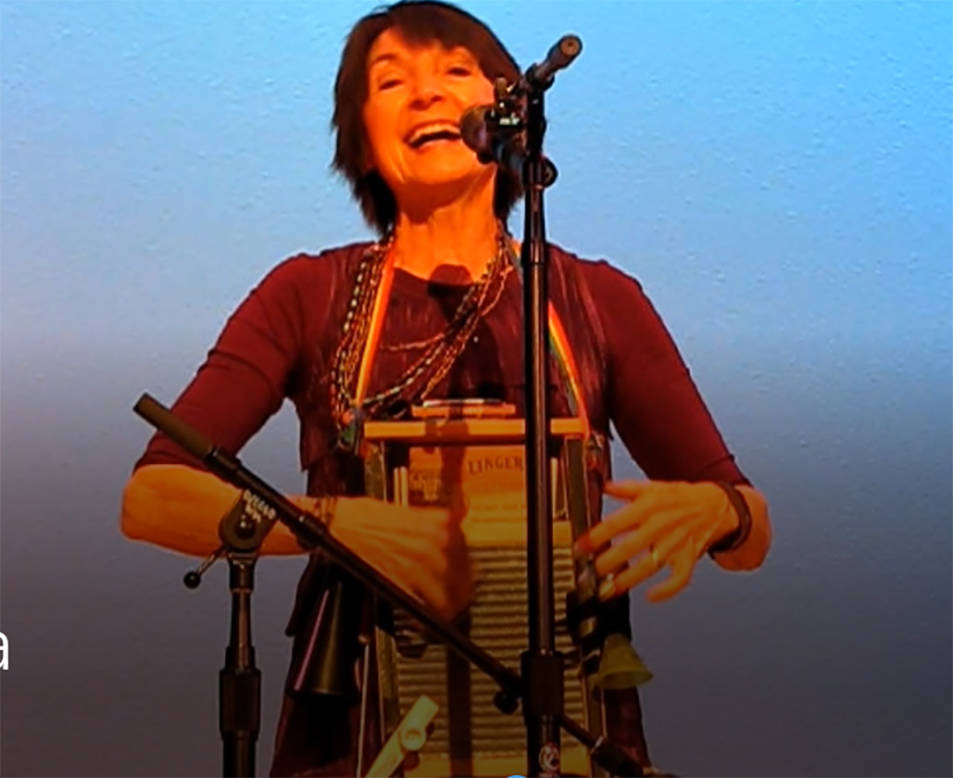 Karla Huntsman leading the audience in a group singing with a musical washboard. (Brett Hendricks)