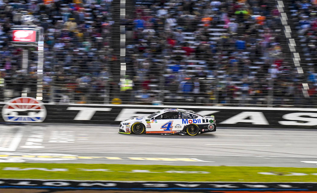 Kevin Harvick takes the checkered flag to win a NASCAR Cup auto race at Texas Motor Speedway, Sunday, Nov. 4, 2018, in Fort Worth, Texas. (AP Photo/Randy Holt)