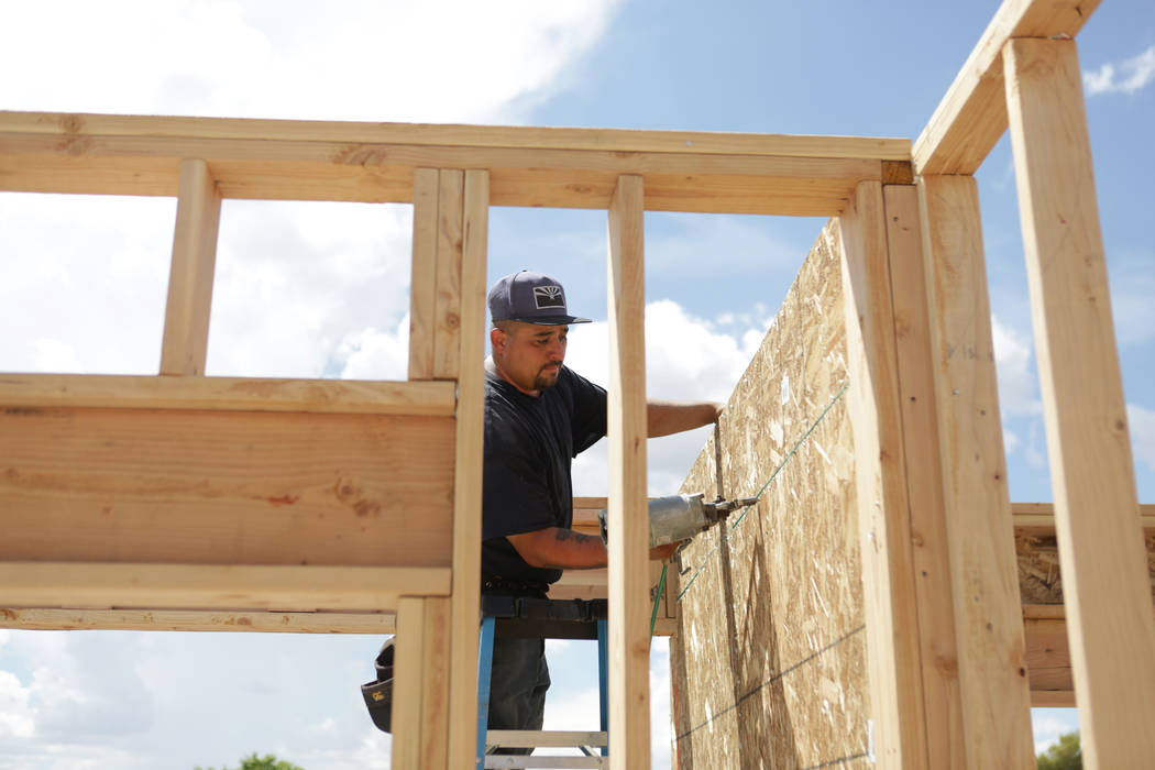 Daniel Martinez of Golden Valley, Ariz. works on the construction of a home in Kingman, Ariz. on Friday, August 17, 2018. Michael Quine Las Vegas Review-Journal @Vegas88s