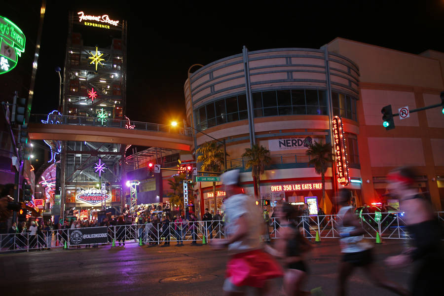 Runners in the marathon and half marathon race run the corner of Fremont Street and Las Vegas Boulevard for the Rock 'n' Roll Marathon in Las Vegas, Sunday, Nov. 11, 2018. Rachel Aston Las Vegas R ...