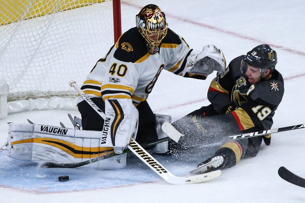 Vegas Golden Knights right wing Reilly Smith (19) sides before colliding  into Boston Bruins 0f75cc697