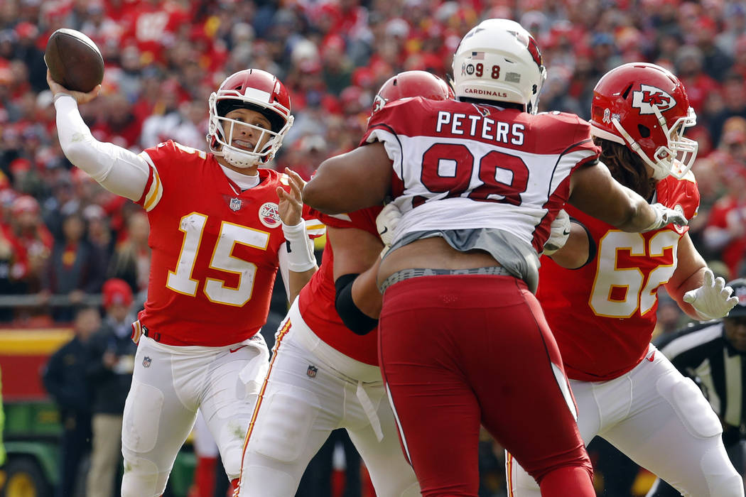 Kansas City Chiefs quarterback Patrick Mahomes (15) throws a touchdown pass to wide receiver Tyreek Hill as offensive lineman Andrew Wylie (77) blocks Arizona Cardinals defensive tackle Corey Pete ...