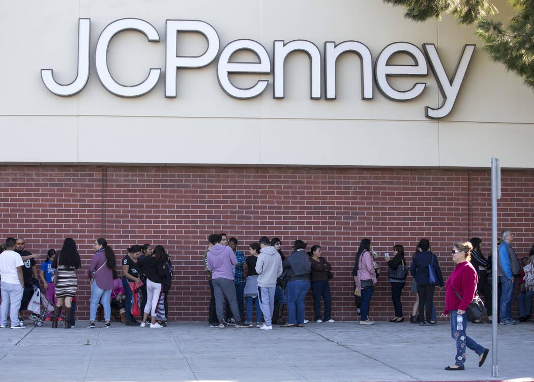 Shoppers line up outside J.C. Penney at the Meadows Mall in Las Vegas, Thursday, Nov. 22, 2018. Richard Brian Las Vegas Review-Journal @vegasphotograph