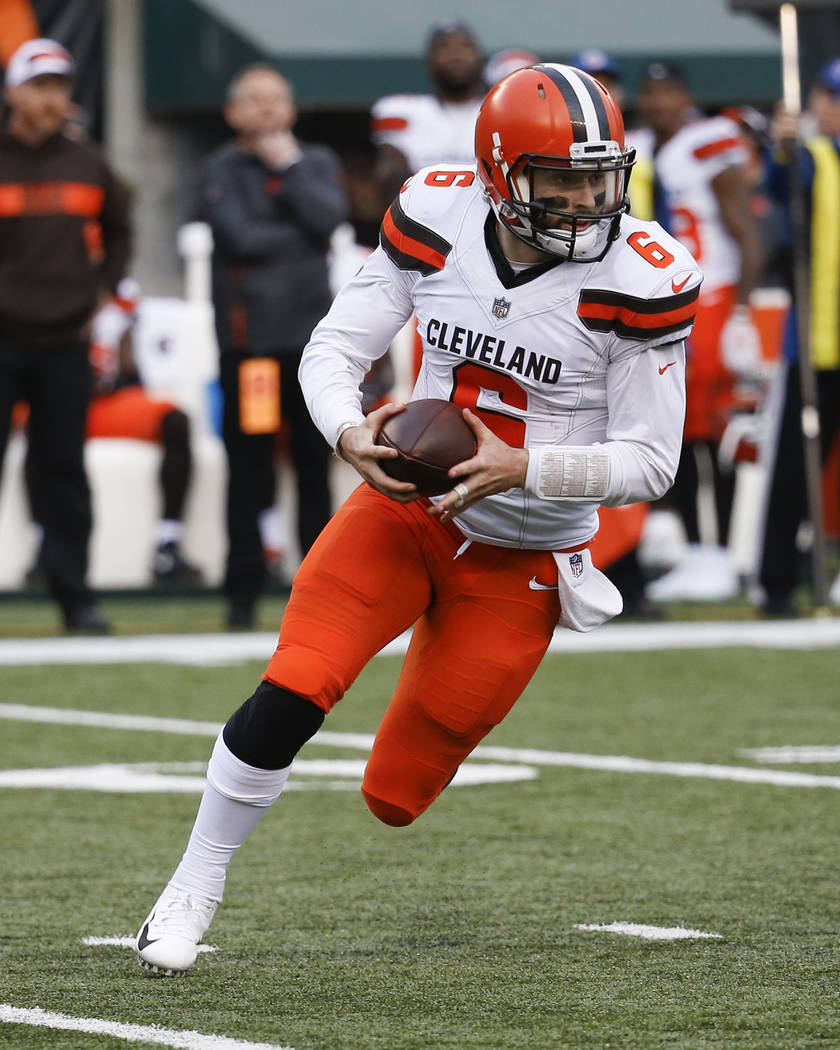 Cleveland Browns quarterback Baker Mayfield runs the ball in the second half of an NFL football game against the Cincinnati Bengals, Sunday, Nov. 25, 2018, in Cincinnati. (AP Photo/Frank Victores)