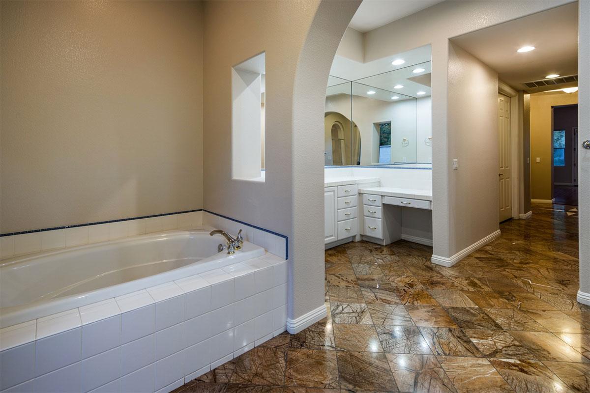 0750-Master-Bathroom_1800x1200_2988992
