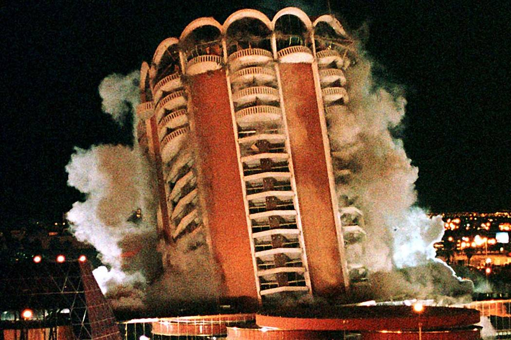 The famed Las Vegas Sands Hotel a landmark on the Las Vegas strip since 1952, home to entertainers such as Frank Sinatra, Dean Martin and Sammy Davis Jr., is imploded early November 26, 1998. (Joh ...