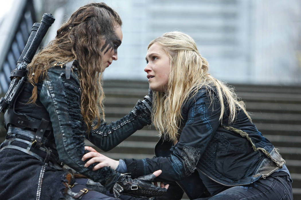 """The 100 -- """"Perverse Instantiation - Part Two"""" -- Image HU316a_0115 -- Pictured (L-R): Alycia Debnam-Carey as Lexa and Eliza Taylor as Clarke -- Credit: Bettina Strauss/The CW -- © 2016 The CW Ne ..."""