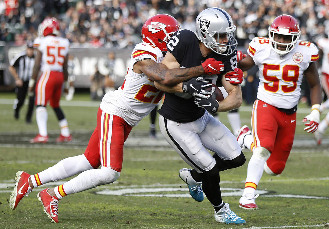 Oakland Raiders wide receiver Jordy Nelson, center, runs against Kansas City Chiefs defensive back Orlando Scandrick, left, and inside linebacker Reggie Ragland (59) during the second half of an N ...