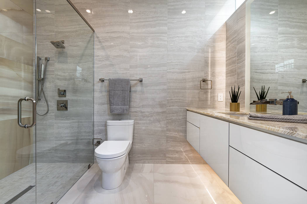 A secondary bath. (Richard Luke Architects)