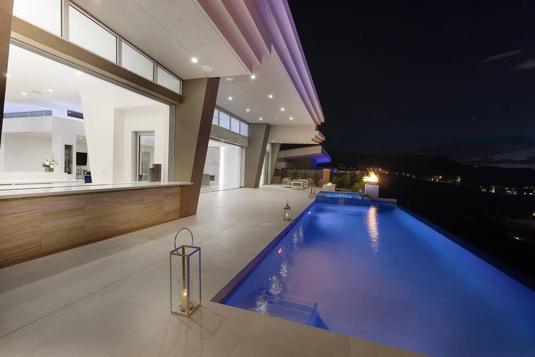 A large kitchen service window opens to the back patio. (Richard Luke Architects)