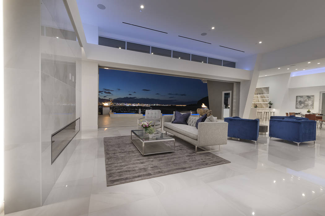The living room opens to a Strip view. (Richard Luke Architects)