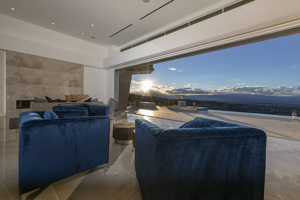 The 5,000-square-feet opens to a sweeping view of the Strip and the Las Vegas Valley. (Richard Luke Architects)
