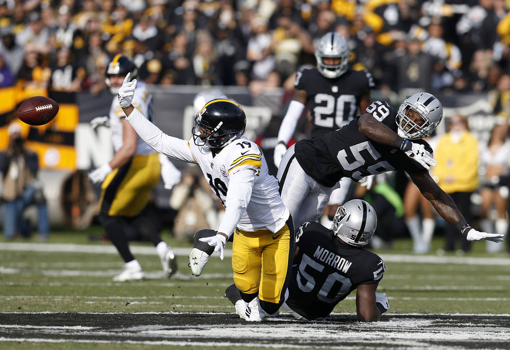Pittsburgh Steelers wide receiver JuJu Smith-Schuster (19) cannot catch a pass in front of Oakland Raiders linebacker Tahir Whitehead (59) and linebacker Nicholas Morrow (50) during the first half ...