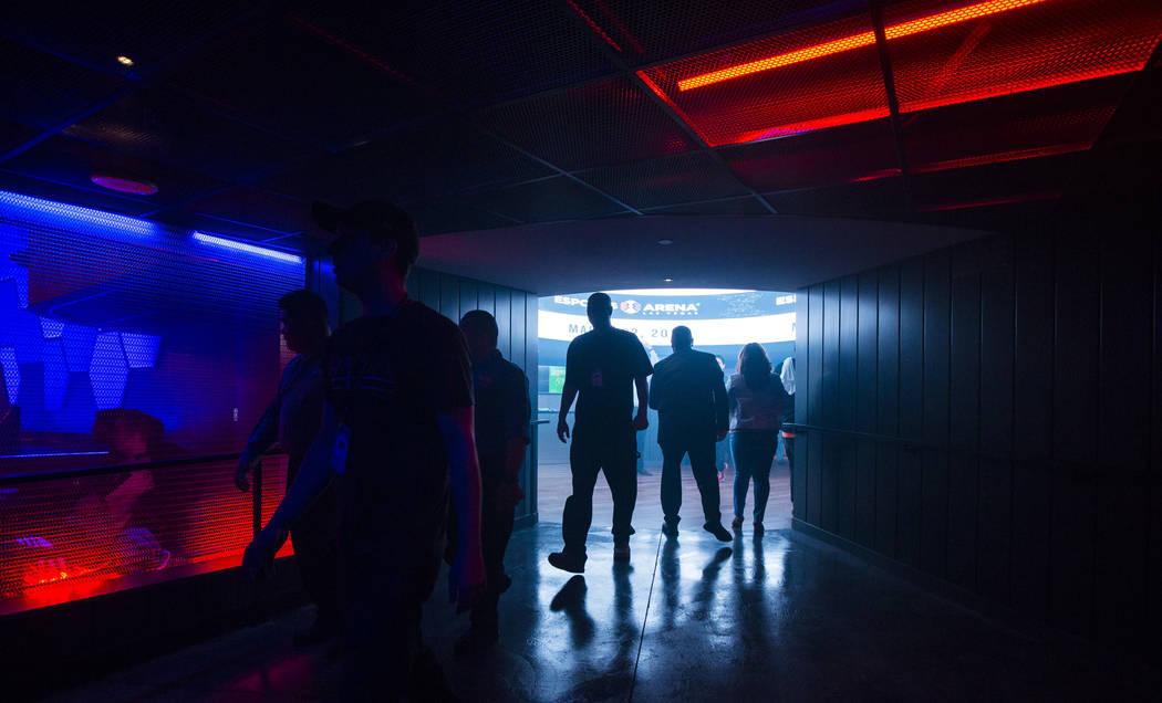 Los fanáticos de los juegos llegan para la gran apertura de Esports Arena Las Vegas en el Luxor en Las Vegas el jueves 22 de marzo de 2018. Chase Stevens Las Vegas Review-Journal @csstevensphoto