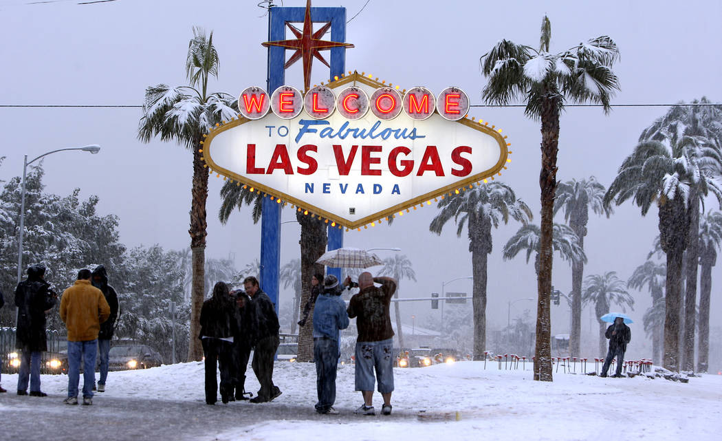 People visit the welcome sign on the Las Vegas Strip to take photos as snow fell in Las Vegas, Dec. 17, 2008. (Las Vegas Review-Journal)