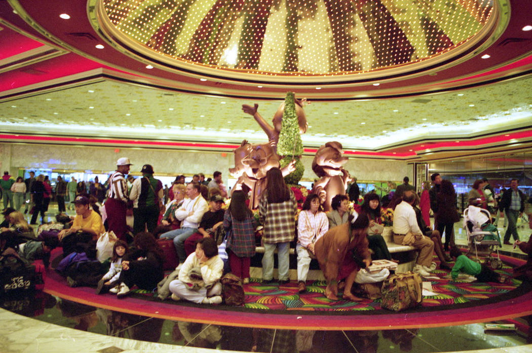 Crowds fill the MGM Grand hotel lobby to make reservations at 5,005 room hotel in December 1993. (Las Vegas Review-Journal file)