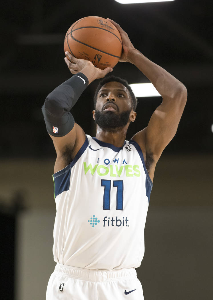 Iowa Wolves center Hakim Warrick (11) shoots a free throw against the Westchester Knicks during the first half of an NBA G League Winter Showcase basketball game at the Mandalay Bay Convention Cen ...