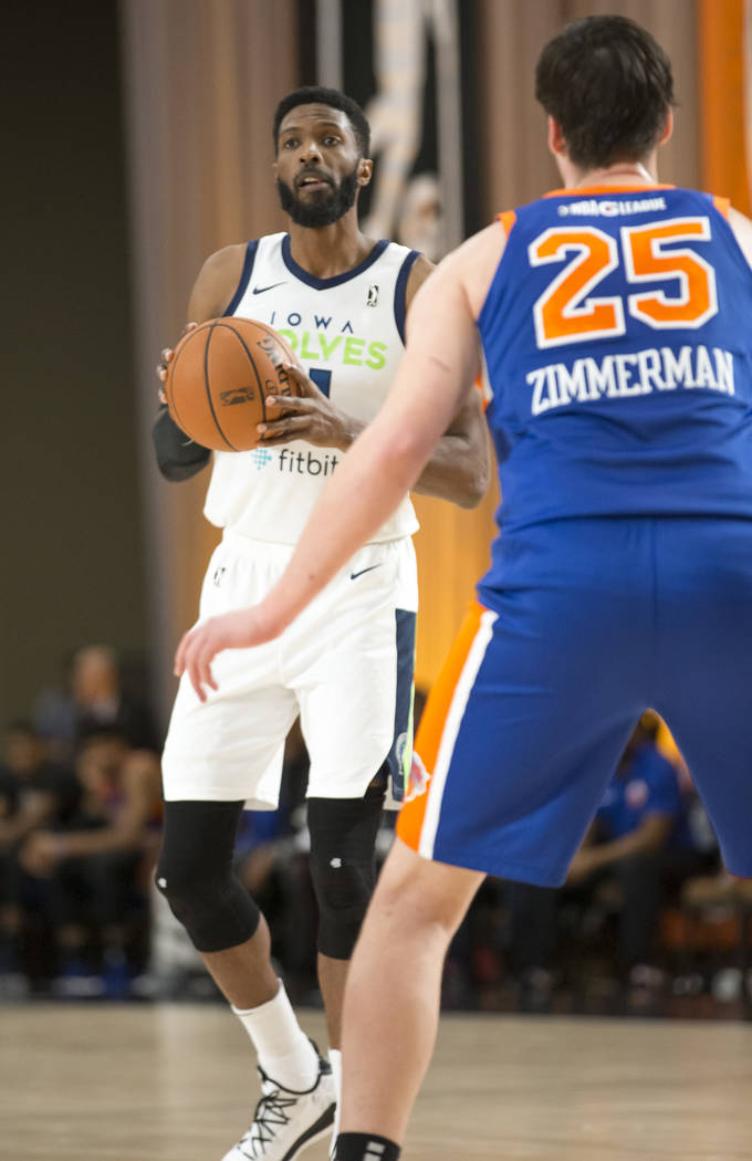 Iowa Wolves center Hakim Warrick (11) looks to pass against Westchester Knicks' Stephen Zimmerman (25) during the first half of an NBA G League Winter Showcase basketball game at the Mandalay Bay ...
