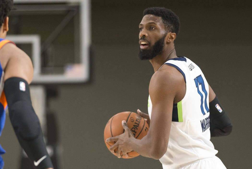 Iowa Wolves center Hakim Warrick (11) looks to pass against Westchester Knicks defenders during the first half of an NBA G League Winter Showcase basketball game at the Mandalay Bay Convention Cen ...