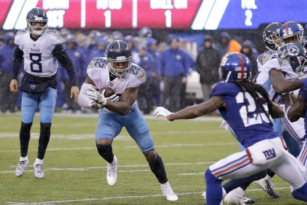 Derrick Henry, corredor de los Titans de Tennessee, realiza un acarreo de anotación ante los Giants de Nueva York, el domingo 16 de diciembre de 2018 (AP Foto/Seth Wenig)