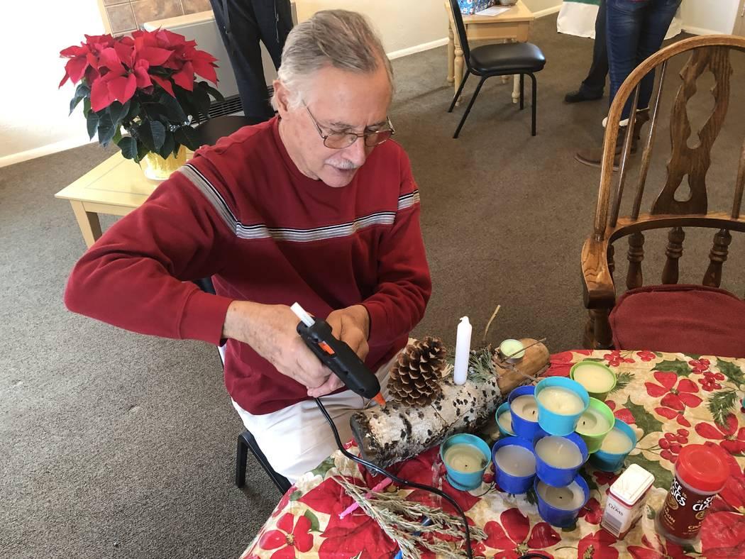 "George ""Daddy Kats"" Katsilometes works on a yule log at Dragonfly Gallery in Lava Hot Springs, Idaho on Dec. 21, 2018. (John Katsilometes/Las Vegas Review-Journal) @JohnnyKats"