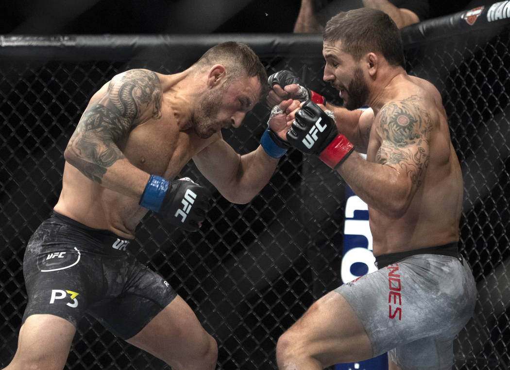 Alexander Volkanovski, left, fights Chad Mendes during the first round of a featherweight mixed martial arts bout at UFC 232, Saturday, Dec. 29, 2018, in Inglewood, Calif. (AP Photo/Kyusung Gong)