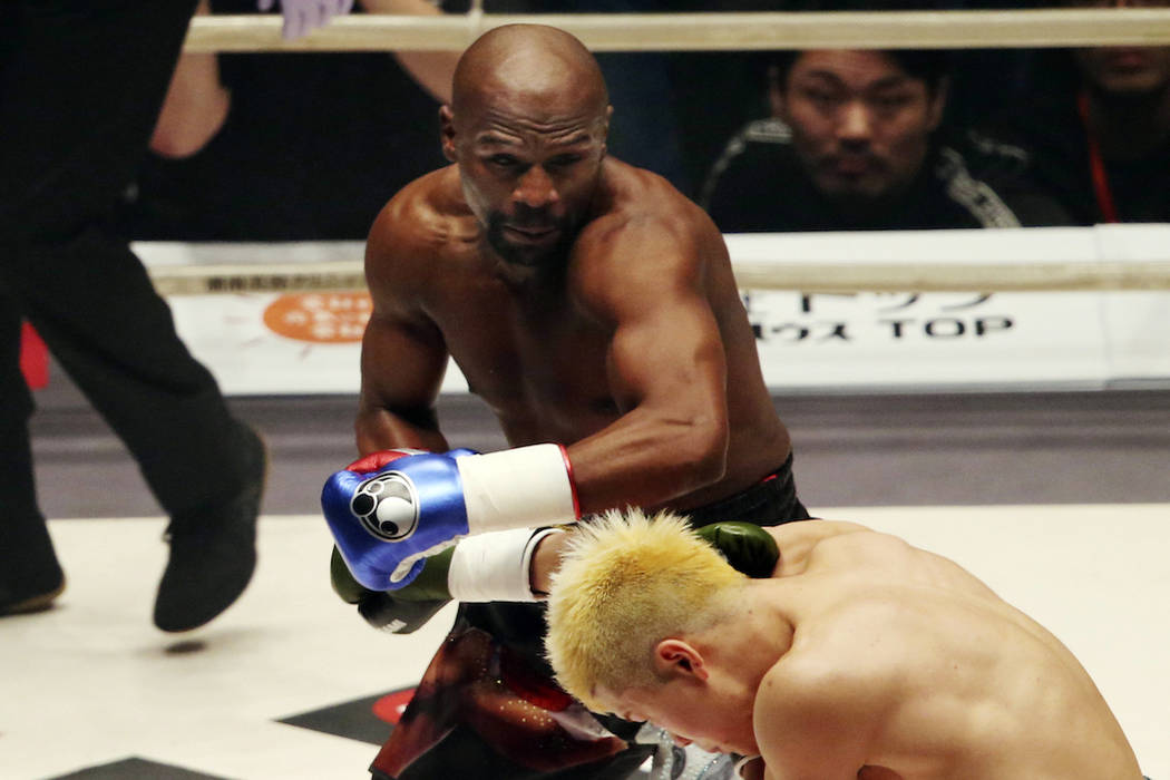 Floyd Mayweather Jr.delivers his left to Japanese kickboxer Tenshin Nasukawa, during their three-round exhibition match on New YearÅfs Eve, at Saitama Super Arena in Saitama, north of Tokyo, ...