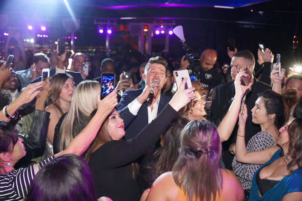 Robin Thicke performs at Apex Social Club at the Palms on Saturday, Dec. 29, 2018. (Michael Simon/startraksphoto.com)