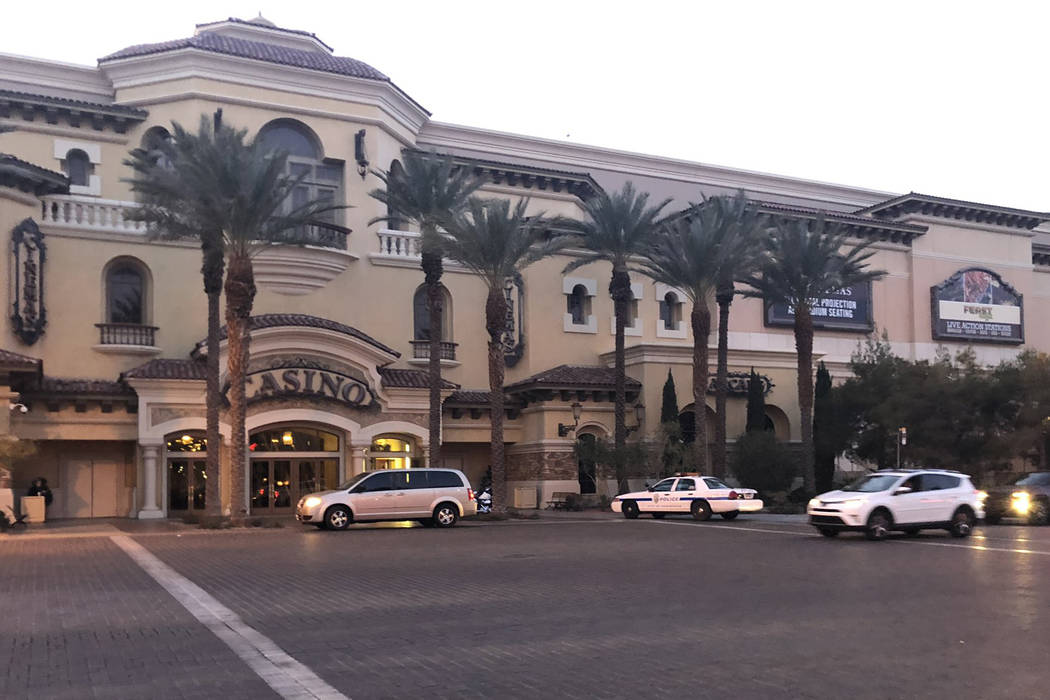 Henderson police respond to reports of a shooting at Green Valley Ranch casino on Tuesday, Jan. 1, 2019. (Briana Erickson/Las Vegas Review-Journal)