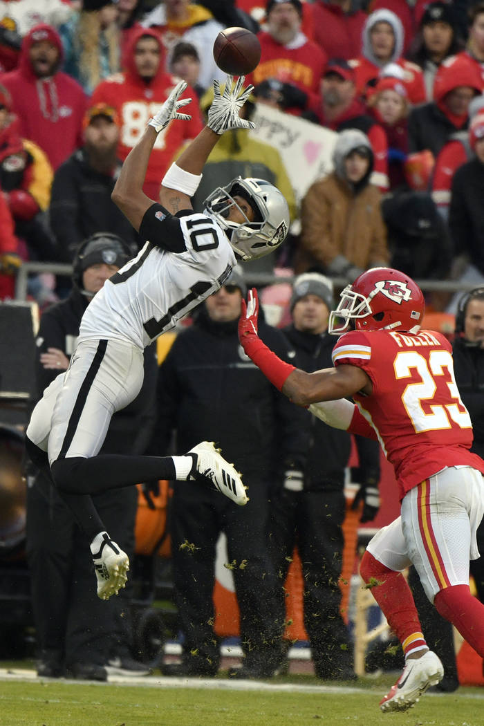 Oakland Raiders wide receiver Seth Roberts (10) makes a catch in front of Kansas City Chiefs cornerback Kendall Fuller (23) during the first half of an NFL football game in Kansas City, Mo., Sunda ...