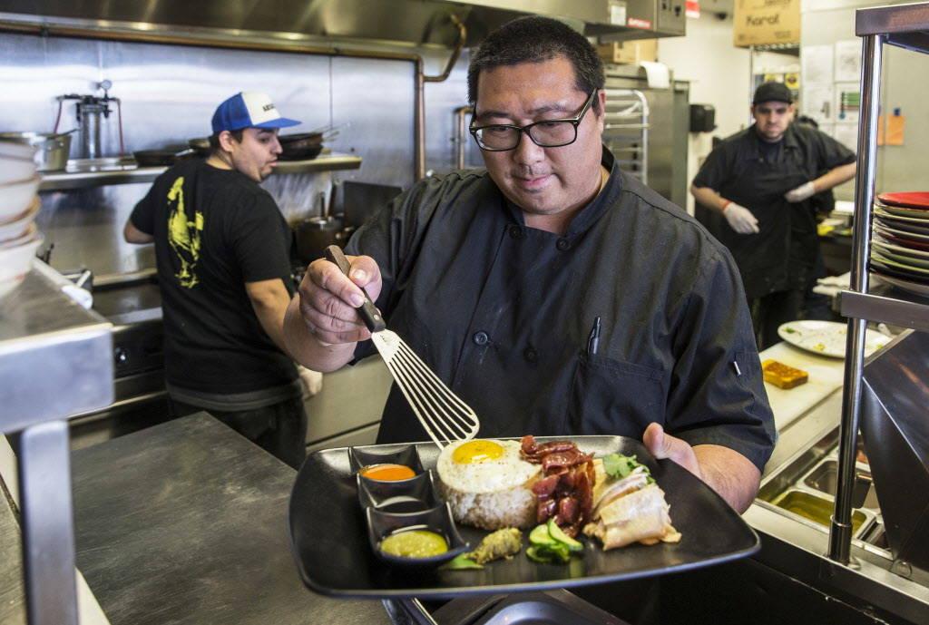 Flock & Fowl owner Chef Sheridan Su prepares Hainanese chicken rice at The Ogden on Friday, February 23, 2018, in Las Vegas. Benjamin Hager Las Vegas Review-Journal @benjaminhphoto