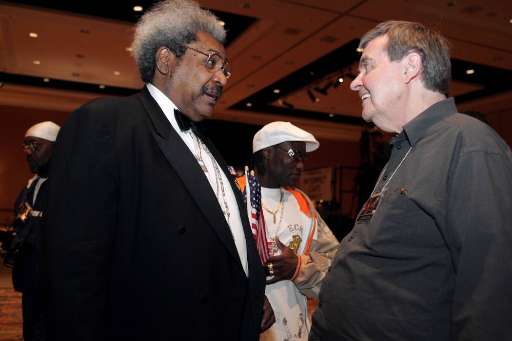 Sports--WHO'S THAT WITH ROYCE REOUR??? Legendary boxing writer Royce Feour, right, talks with semi-legendary boxing promoter Don King during during a press conference Wednesday, May 12, 2004, prom ...