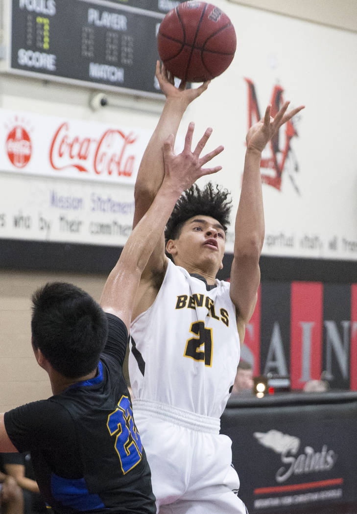 Bonanza senior Trent Savage (21) shoots over Sierra Vista sophomore Lowell Chan (22) in the second quarter during the semifinals of the Vegas Invitational boys basketball tournament on Friday, Jan ...