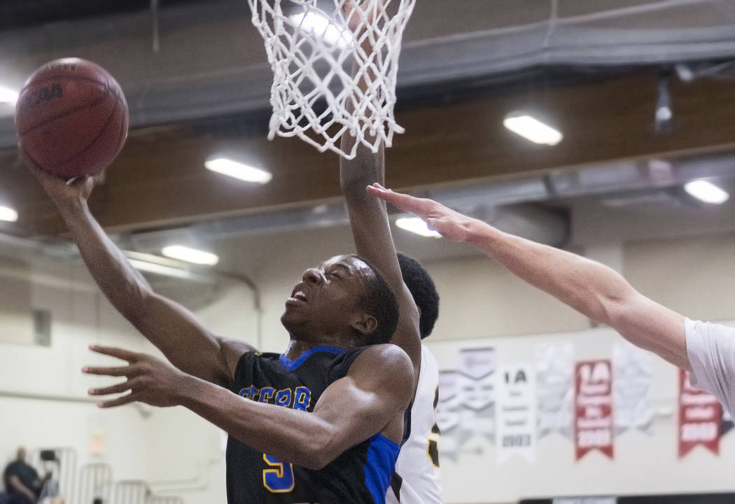 Sierra Vista senior Calvin Richards (3) drives baseline in the first quarter during the Mountain Lions matchup with Bonanza High School during the semifinals of the Vegas Invitational boys basketb ...