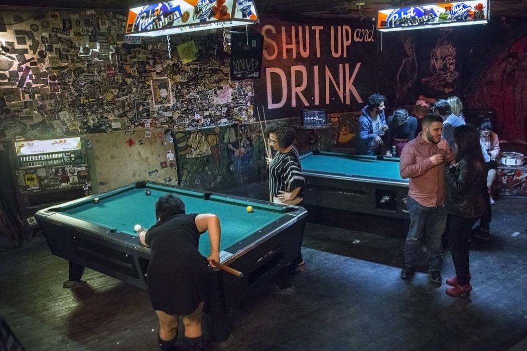 Bargoers play pool at Double Down Saloon on Saturday, Nov. 19, 2017, in Las Vegas. (Benjamin Hager/ Las Vegas Review-Journal) @benjaminhphoto