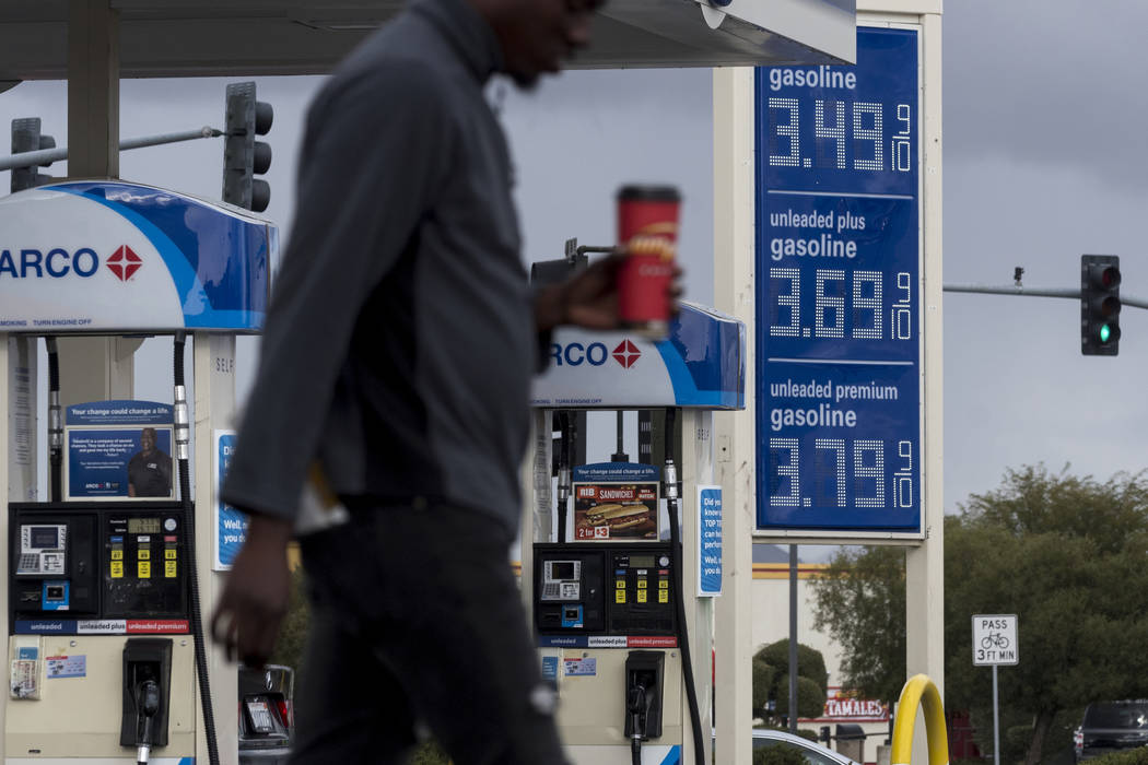Las Vegas Gas Prices >> Average Us Gas Prices Drop 12 Cents Per Gallon Las Vegas Review