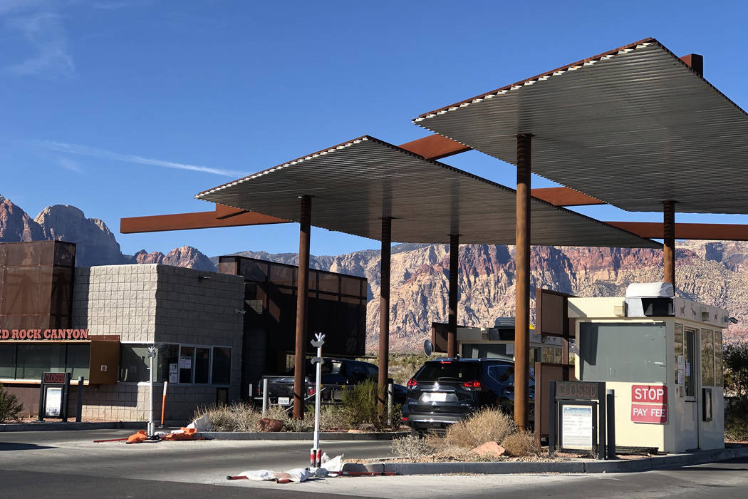 Guests enter the scenic loop at Red Rock National Conservation Area. Entry will be free on Monday in observance of Martin Luther King Jr. Day. (Rio Lacanlale/Las Vegas Review-Journal)