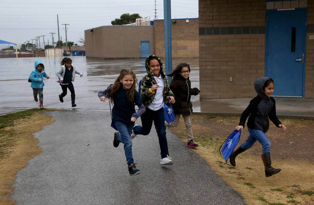 Second grader students run to the Zoom Reading Center at Tate Elementary in Las Vegas Thursday, Jan. 17, 2019. (K.M. Cannon/Las Vegas Review-Journal) @KMCannonPhoto