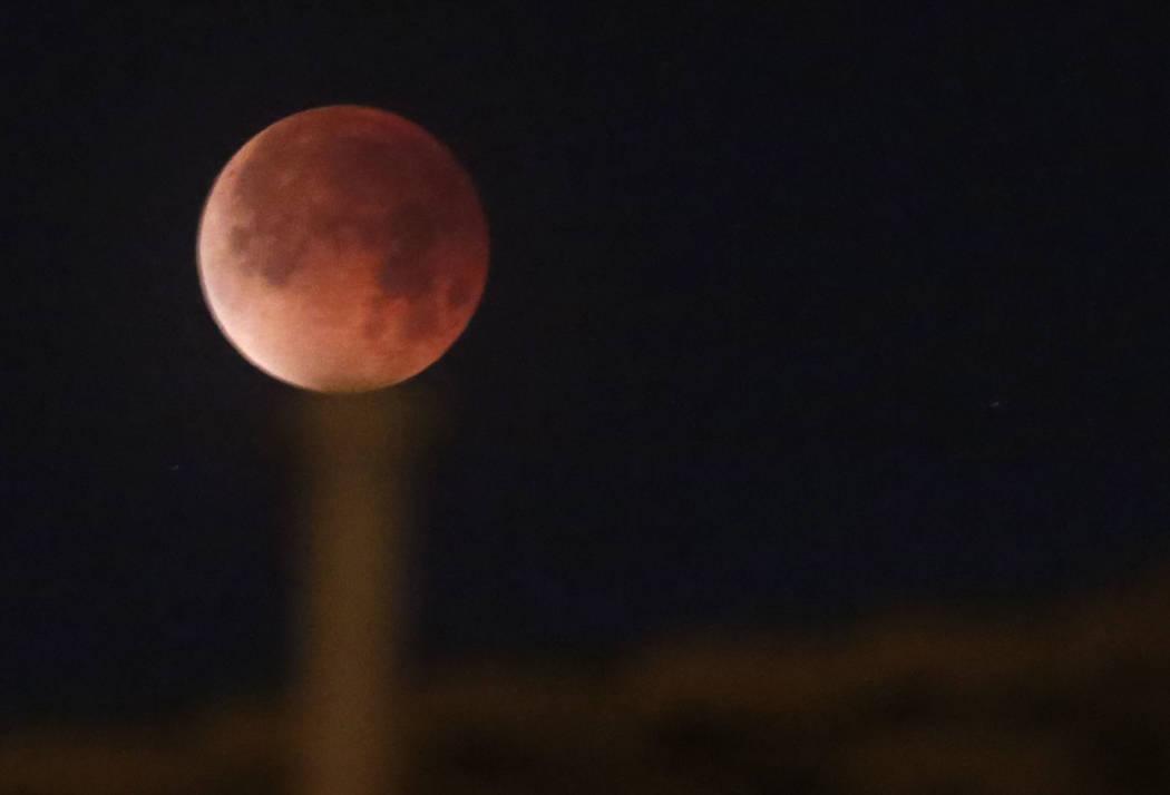 A super blue blood moon is seen from Seven Hills on Wednesday, Jan. 31, 2018, in Henderson. (Bizuayehu Tesfaye/Las Vegas Review-Journal) @bizutesfaye