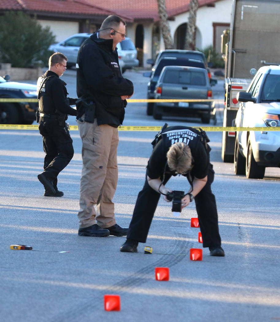 Las Vegas homicide detectives investigate a deadly shooting at the corner of Lamoille Circle and Brittlewood Avenue on Tuesday, Jan. 22, 2019, in Las Vegas. (Bizuayehu Tesfaye/Las Vegas Review-Jou ...