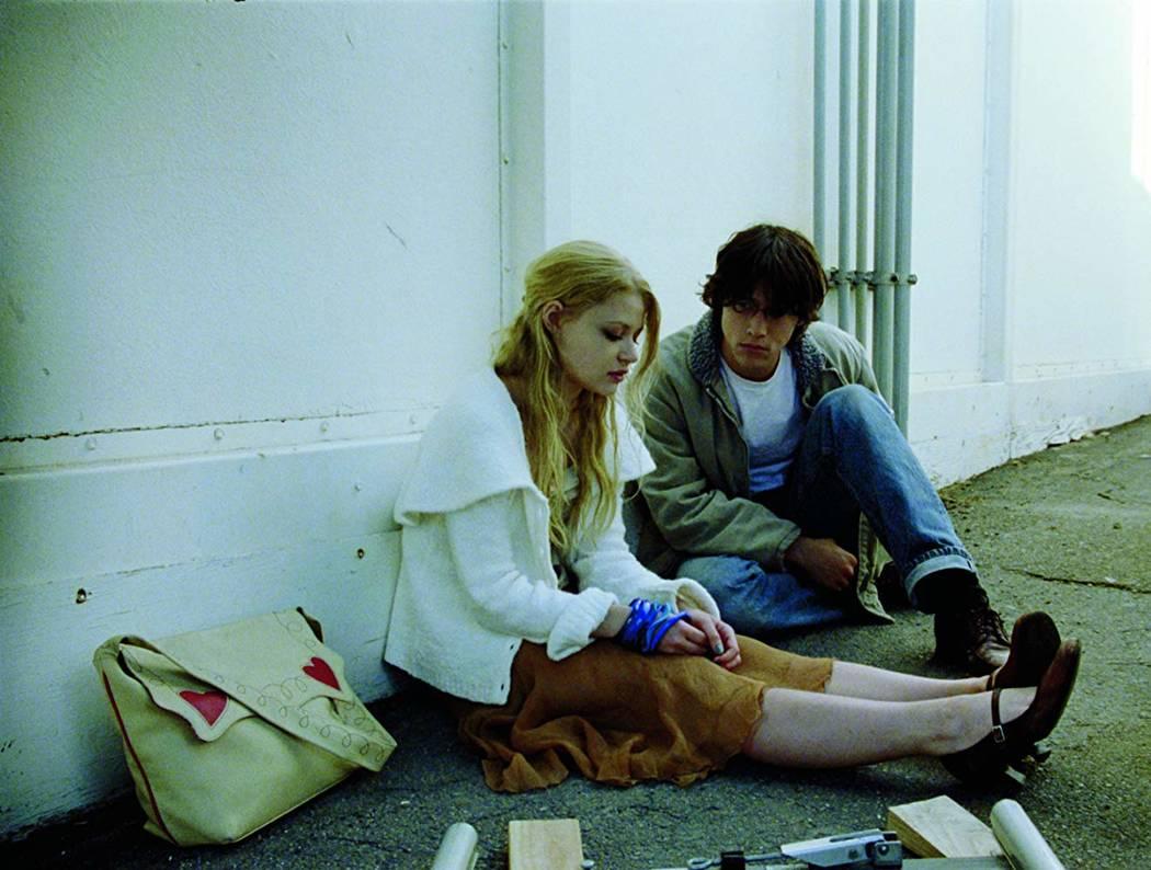 """Emilie de Ravin and Joseph Gordon-Levitt in """"Brick"""" (Focus Features)"""