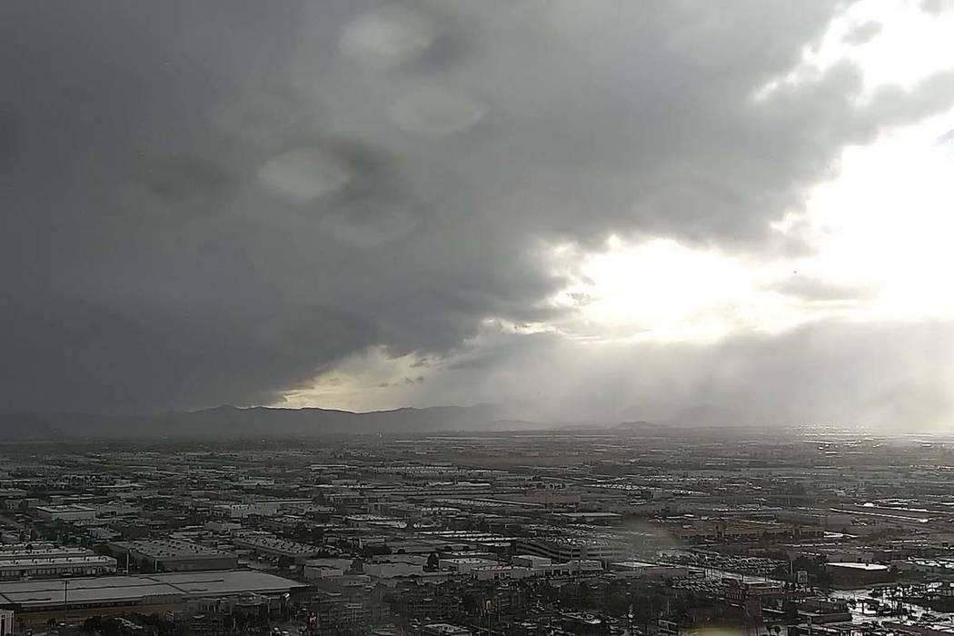 Rain falls on the southwest Las Vegas Valley in this file photo. (Las Vegas Review-Journal)