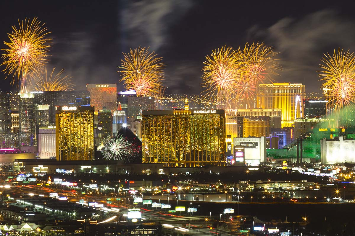 2019 breezes in with Las Vegas New Year's Eve fireworks ...