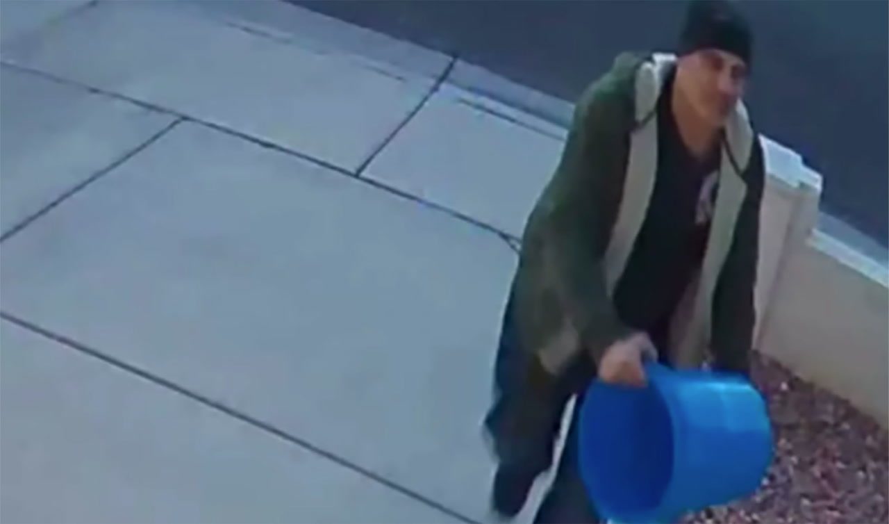'Blue Bucket Bandit' sought by Las Vegas police in thefts